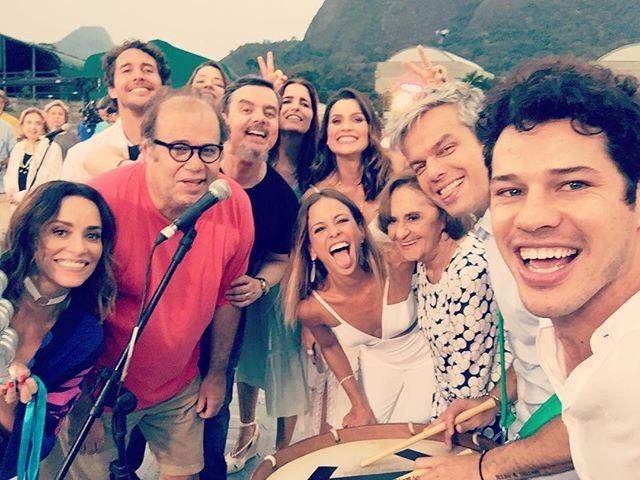 José Loreto também festejou com os colegas da emissora (Foto: reprodução/instagram)