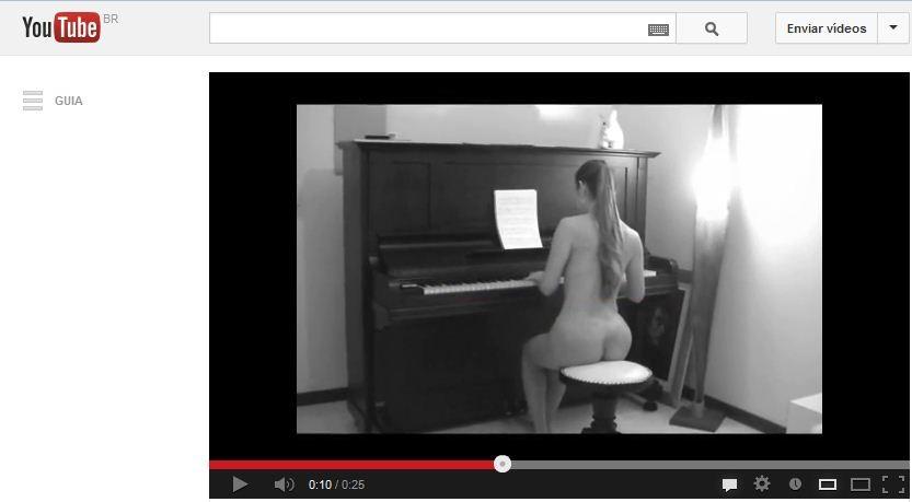 Pianista mora em Florianópolis e publica os vídeos na internet (Foto: Youtube/Reprodução)