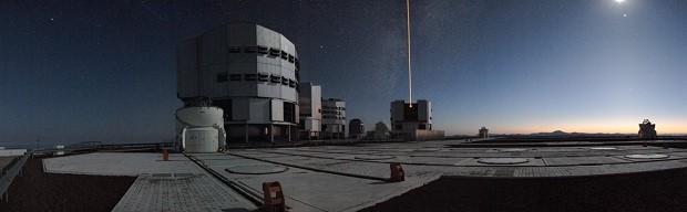 Imagem panorâmica mostra a plataforma de observação do Very Large Telescope do ESO (VLT) no Cerro Paranal, Chile (Foto: ESO/H.H. Heyer)