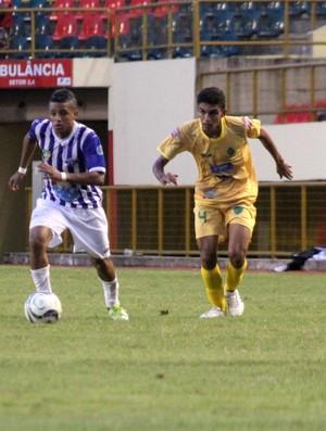 Jeferson, meio-campo do Atlético Acreano (Foto: João Paulo Maia)