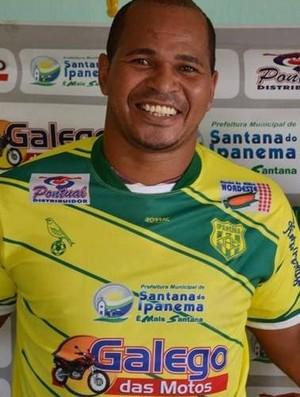 Aloísio Chulapa veste a camisa do Ipanema (Foto: Reprodução Instagran)