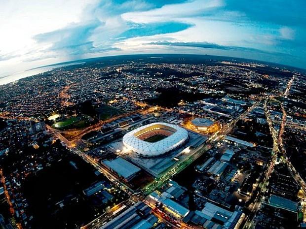 Imagem noturna da Arena da Amazônia (Foto: Chico Batata)