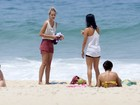 Yasmin Brunet curte quarta-feira ensolarada em praia do Rio