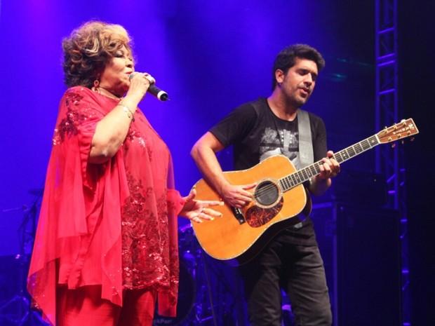 Alcione e Wilson Sideral em show na Zona Portuária do Rio (Foto: Anderson Borde/ Ag. News)