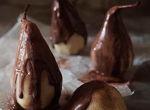 Peras com calda de chocolate (Foto: © Ulrika Ekblom / Sto)