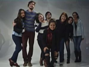 Última foto de Camila no estúdio da universidade, em Mogi das Cruzes; jovem morreu em acidente na Mogi-Bertioga (Foto: Reprodução/TV Diário)