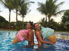 Thaila Ayala e Fiorella Mattheis tiram foto divertida em Trancoso