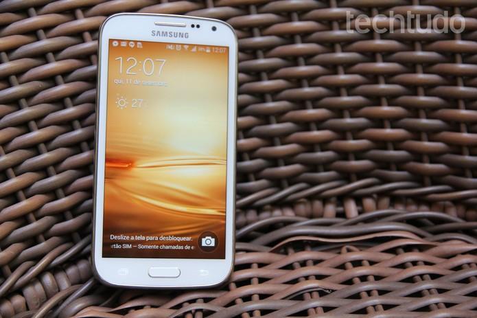 Samsung Galaxy K Zoom é um aparelho com boas configurações e uma câmera chamativa (Foto: Tainah Tavares/TechTudo)