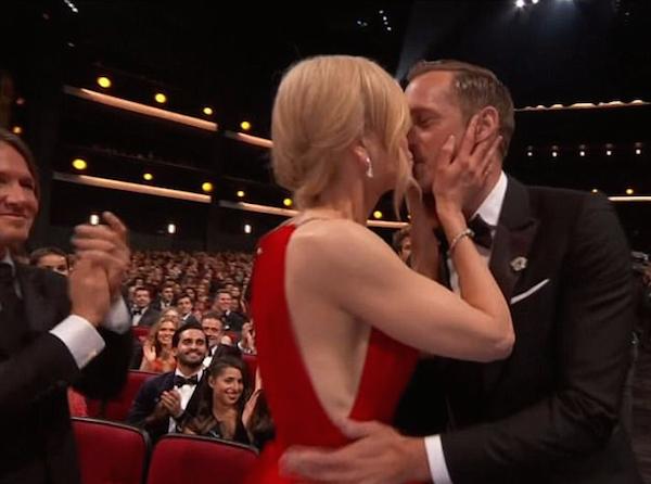 Nicole Kidman se irrita ao ser questionada sobre o beijo na boca de colega de série no Emmy