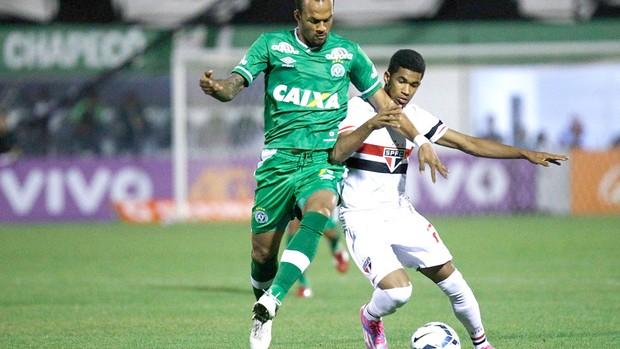 Bruno Silva e Ewandro, Chapecoense X São Paulo (Foto: Márcio Fernandes / Agência estado)