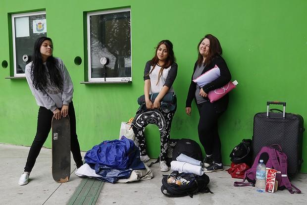 Fãs acampados para show de Katy Perry: Vanessa Simões, Flora Tubiano e Anna Paula Sannoniya (Foto: Alessandra Gerzoschkowitz)