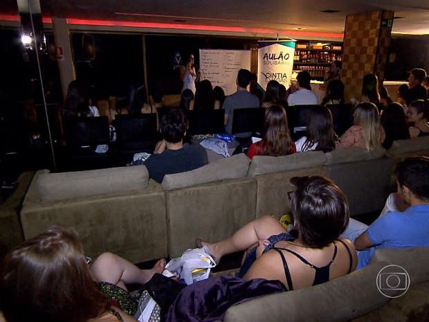 Revisão antes do Enem teve clima descontraído para grupo de estudante, em BH. (Foto: Reprodução/ TV Globo)