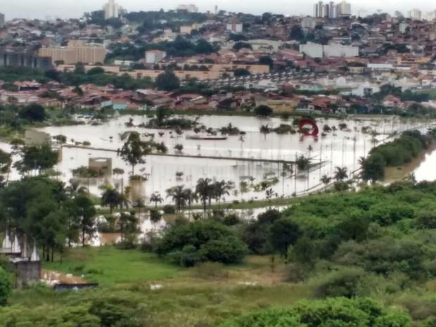 Região do Parque das Águas ficou tomado pela água (Foto: Isabelle Bianch/Arquivo Pessoal )