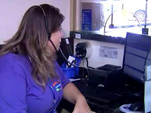 Ana Carolina conseguiu um emprego na recepção de um parque aquático de São Pedro (Foto: Reprodução/EPTV)