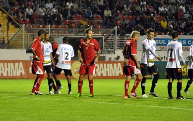 Boa Esporte e Joinville se enfrentaram pela 30ª rodada da Série B em Varginha (Foto: Lucas Magalhães / EPTV)