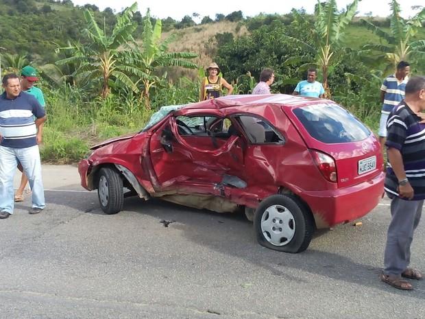 Celta que se envolveu em acidente na PE-60 com o carro da deputada Simone Santana (Foto: Divulgação/Whatsapp)