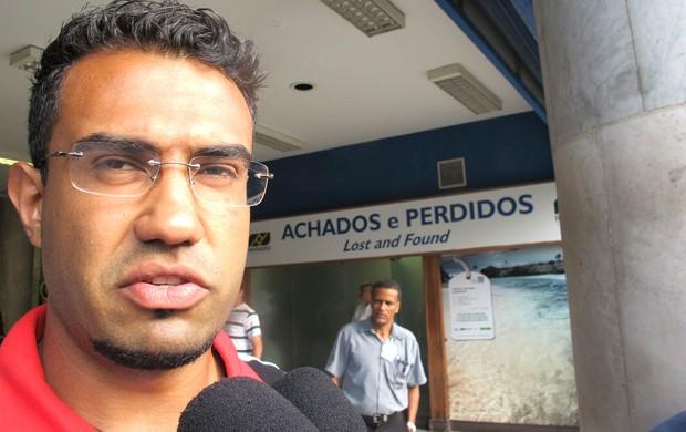 Renato Santos, Desembarque Flamengo, Rio de Janeiro (Foto: Janir Junior / Globoesporte.com)
