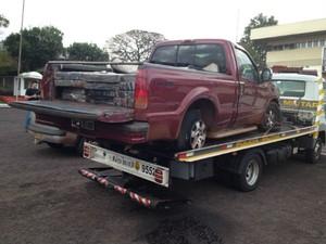 Maconha estava em um caminhonete roubada (Foto: Eder Oelinton/ RPC)
