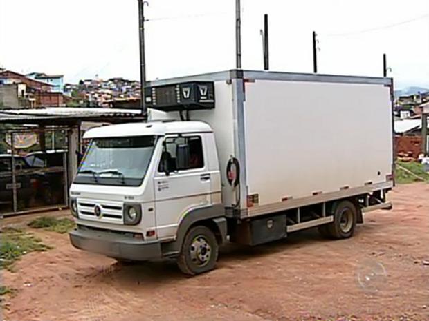 Caminhão foi abordado quando seguia para Campo Limpo Paulista (Foto: Reprodução/TV Tem)