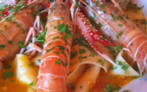 Pappardelle com lagostim ao molho de tomate