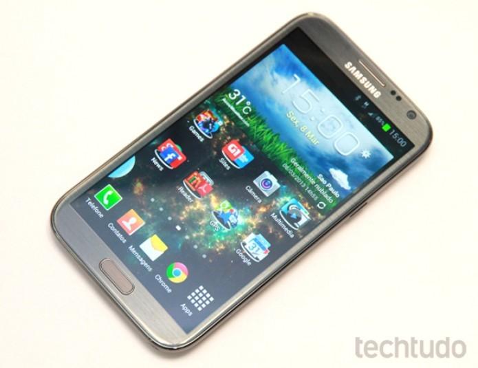 Galaxy Note 2 vem com tela de 5,5 polegadas (Foto: Allan Mello/TechTudo)