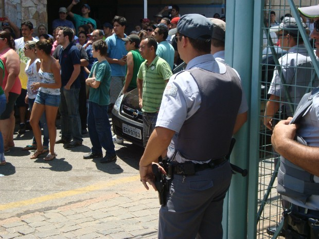 A Polícia Militar acompanhou a manifestação. (Foto: Carlos Alberto Soares / TV Tem)