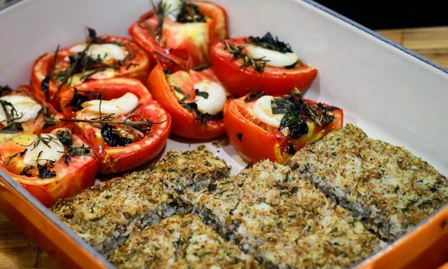 Kibeflor com maionese de castanha e tomate à provençal