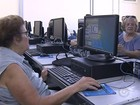 Idosos aprendem a usar computador e se conectam com o mundo