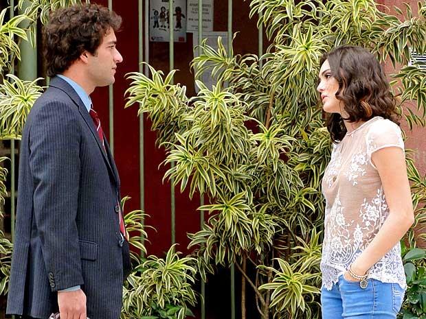 Elano e Cida se encontram no Borralho (Foto: Cheias de Charme / TV Globo)
