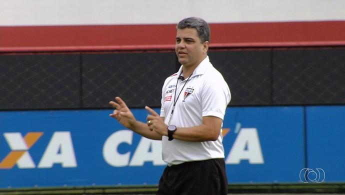 Marcelo Cabo, técnico do Atlético-GO (Foto: Reprodução/TV Anhanguera)