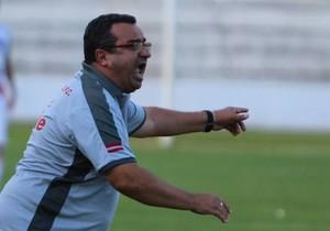 Macalé comemora resultado, apesar de gol sofrido no fim (Foto: Rogério Moroti/Ag. Botafogo)