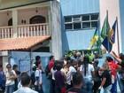 Servidores da Prefeitura de Estância realizam protesto
