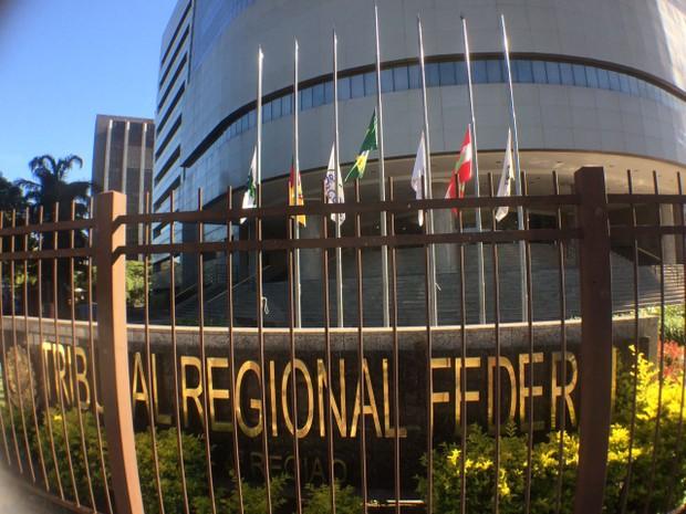 A sede do TRF-4 é o locla onde será realizado o velório do ministro em Porto Alegre (Foto: Bernardo Bortolotto/RBS TV)