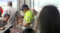 Motoristas reclamam de intolerância da fiscalização no aeroporto