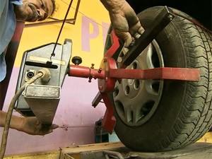 alinhamento de pneus (Foto: Reprodução/TV Globo)