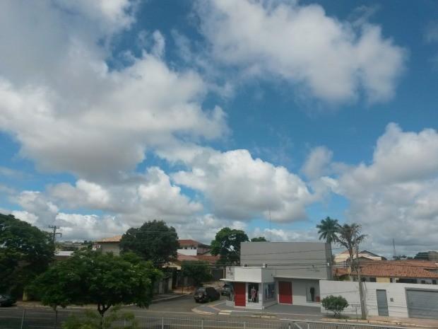 Céu de Campo Grande na tarde desta terça-feira (23) (Foto: Glaucea Vaccari/G1 MS)