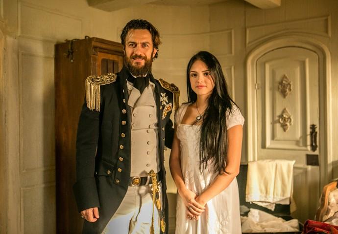 Thomas, papel de Gabriel Braga Nunes, vai tentar conquistar o coração de Anna, vivida por Isabelle Drummond (Foto: Globo/ Raquel Cunha)