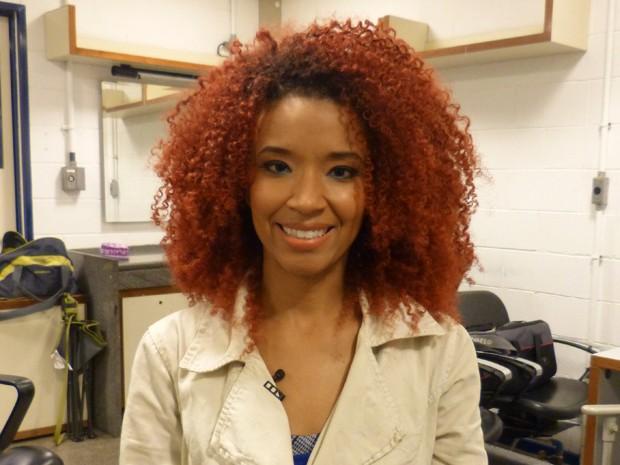 Maria Bia se orgulha muito dos cabelos vermelhos (Foto: Laila Mesquita/Gshow)