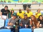 Rafael Zulu mostra clique torcendo para o Brasil com vários artistas