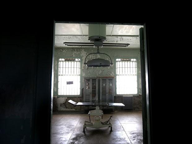 Enfermaria da prisão de Alcatraz, em San Francisco (Foto: Justin Sullivan/Getty Images/AFP)