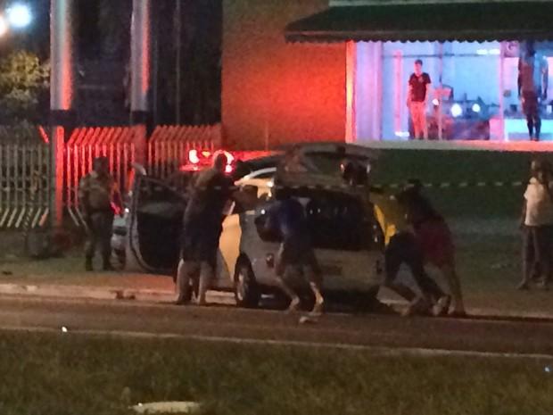 VW Up também foi atingido por HB20 na Avenida 85, em Goiânia, Goiás (Foto: Vitor Santana/G1)