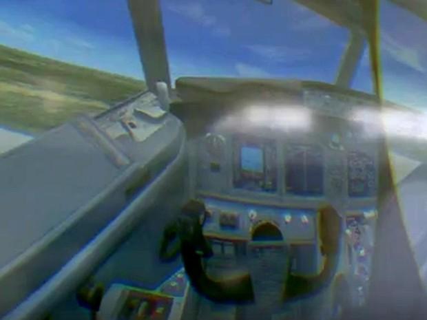 Visão do piloto no simulador pode ser acompanhada por um telão no Iguatemi, em Campinas (Foto: Reprodução / EPTV)