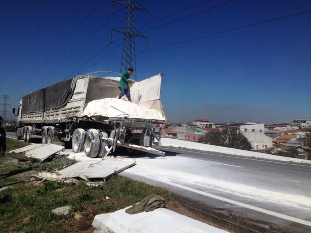 Acidente aconteceu na Cidade Industrial de Curitiba (CIC) (Foto: Bruno Fávaro / RPC)