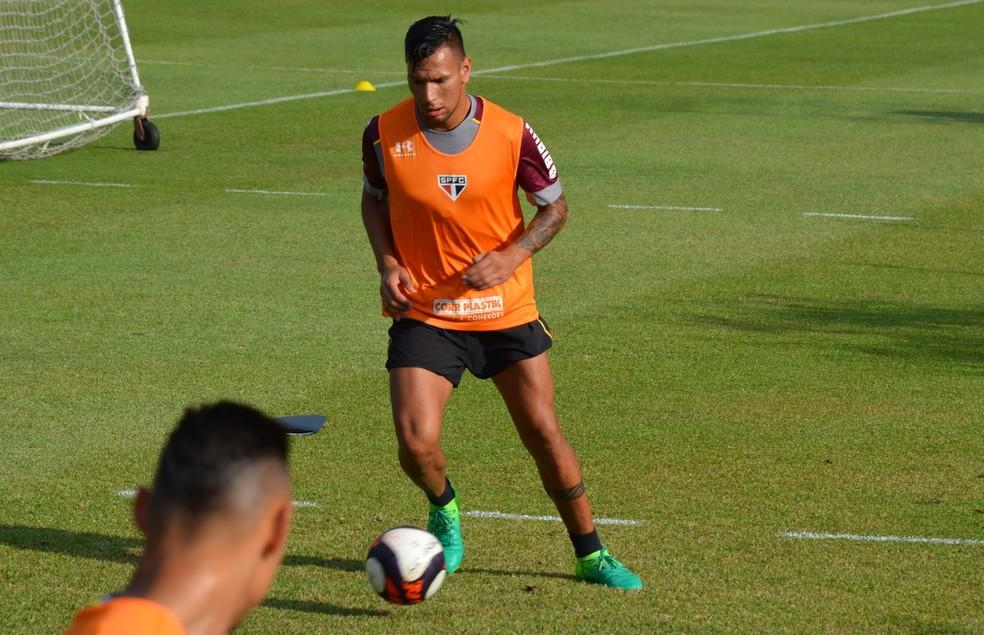 Chavez voltou aos treinos no gramado no São Paulo (Foto: Érico Leonan/saopaulofc.net)