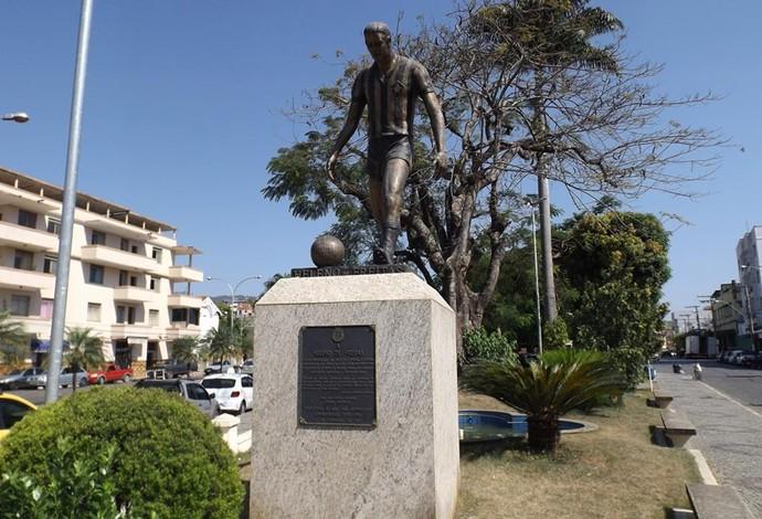 estátua Heleno de Freitas São João Nepomuceno Botafogo (Foto: Fellype Alberto)