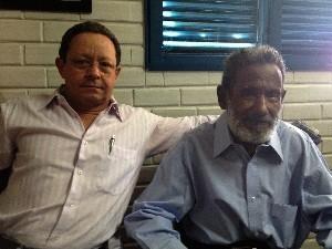 Raimundo e o Irmão Francisco Arruda, quem o buscou em São Paulo, depois de mais de 19 anos sem vê-lo (Foto: Humberta Carvalho/G1)