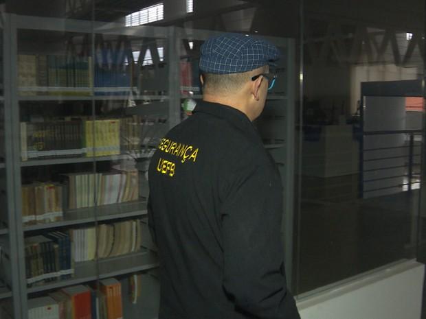 Doutor em Ciências Sociais pela UFCG, José Itamar trabalha como vigilante na UEPB (Foto: Reprodução/TV Paraíba)