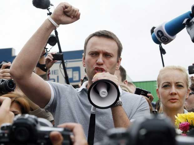 O líder da oposição russa, o blogueiro Alexei Navalny, anuncia que irá disputar as eleições à Prefeitura de Moscou. (Foto: Alexander Zemlianichenko Jr / AP Photo)