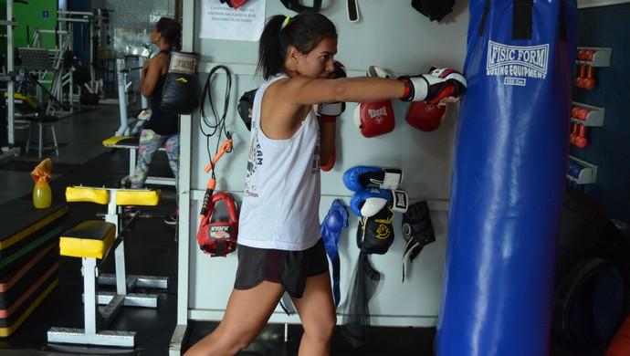 Fabrina Vanessa fará a luta principal no primeiro Fight Team Junior Oliveira do ano (Foto: Rogério Aderbal)