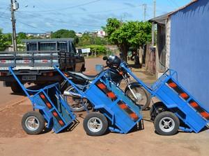 Carretinhas usadas como semirreboques (Foto: Fernanda Bonilha/G1)